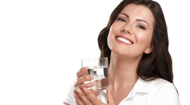 Mineralwasser trinken, Fotoquelle: 123 RF